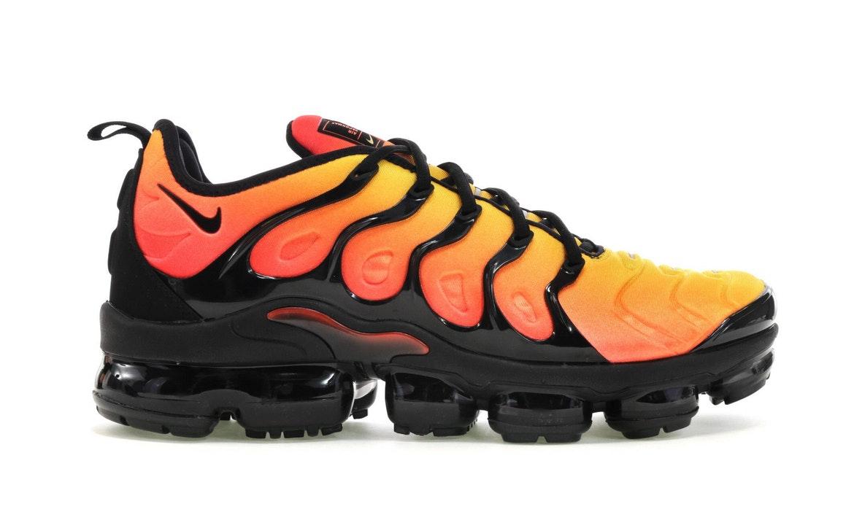 nike air vapormax black and orange